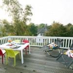 Terrasse-mit-Liegestühlen