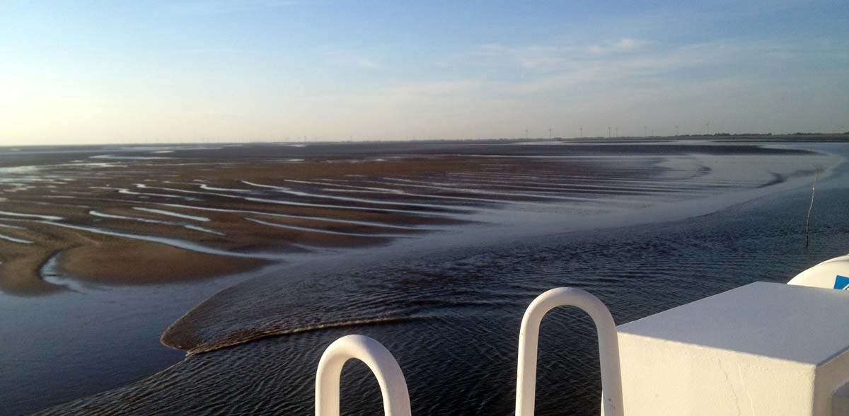 Niedrigwasser-bei-der-Anfahrt-auf-die-Insel-Föhr